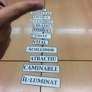 lista de palabras sobre mesa